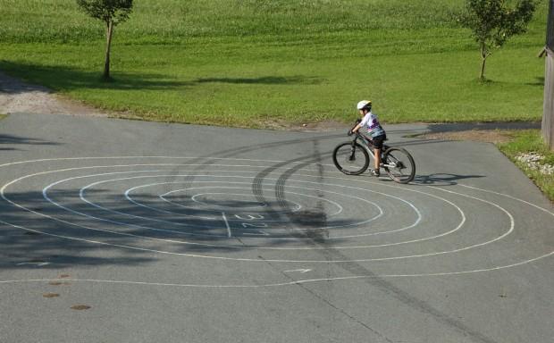 .... und einsam zog ein Biker seine Kreise...