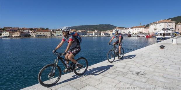 Foto auf TEAM TOUR 2014 - Live aus Kroatiens rauhem Norden