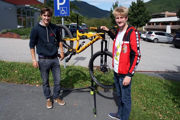 Akribisch Vorbereitungen beim KneiPe Racing Team..