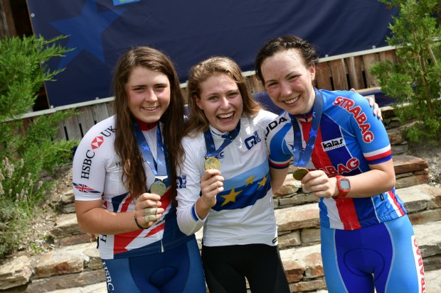 Laur Stigger - European Champion Juniors Women 2018 - with Harriet Harnden (GBR) und Tereza Saskova (CZE)